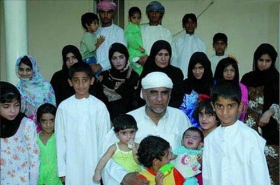 Даад Мохаммед аль-Балуши самый многодетный отец в мире