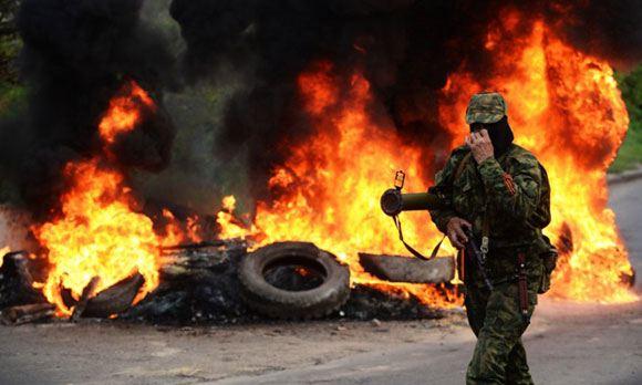 Украинские военные штурмуют блокпосты на подъезде к Мариуполю