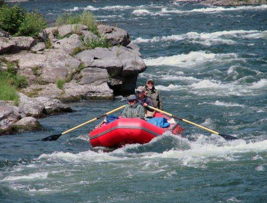 Река Жупанова быстра, порожиста и красива
