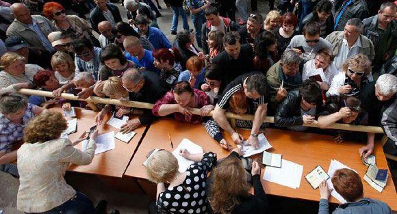 В Донецкой и Луганской областях начался референдум