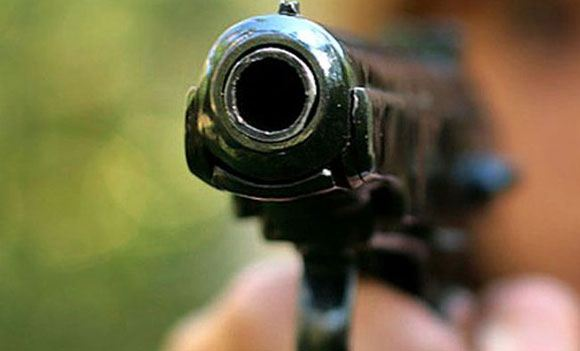 Неизвестный устроил стрельбу на избирательном участке в Донецкой области
