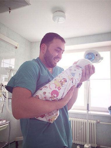 У Александра Гобозова и Алианы Устиненко родился ребенок