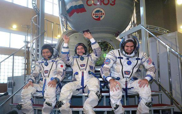 «Союз» с тремя космонавтами на борту отстыковался от МКС