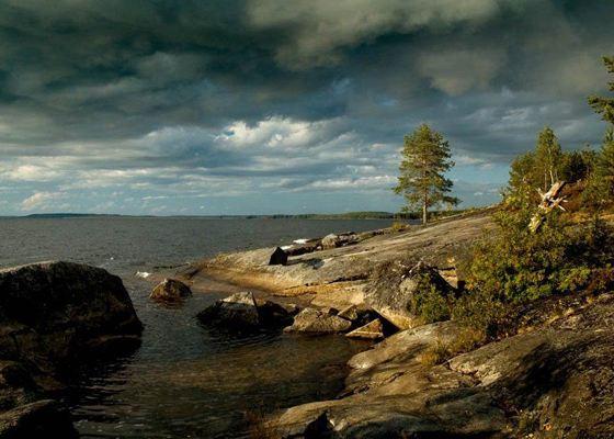 Одно из самых крупных озер - Онежское озеро