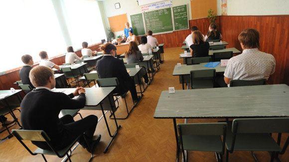 Госдума возвратила школьникам-выпускникам медали
