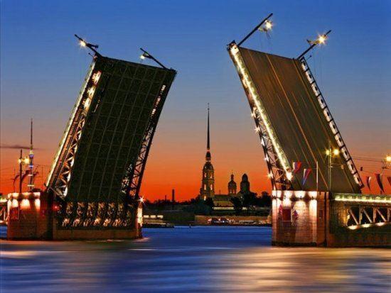 Одним из самых волнующих зрелищ признан развод мостов