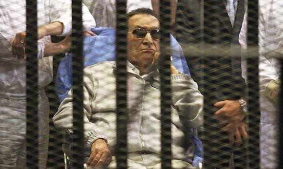 Экс-президента Египта приговорили к трем годам лишения свободы