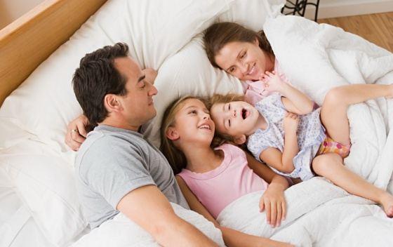 Спальная комната - излюбленное место для всей семьи