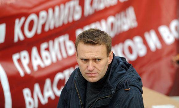 У троих сторонников Навального проводят обыски