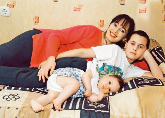 Лариса Гузеева и ее дети: сын Георгий и дочь Оля