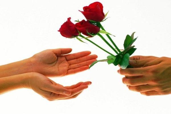 Цветы - дополнение к подарку