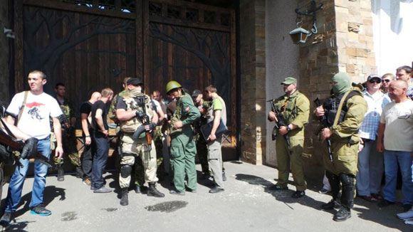 В Донецке взята под охрану ополченцев резиденция бизнесмена Рината Ахметова