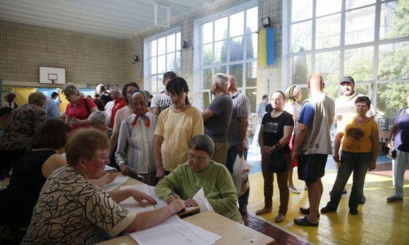 В поселке Новоайдар, Украина, в день выборов произошла перестрелка