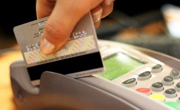 Не принимающие банковские карты магазины заплатят за это рублем