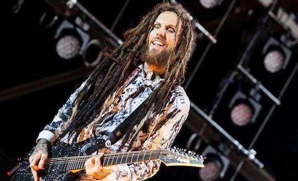 Перенесший операцию гитарист Korn решил прервать свои гастроли по России