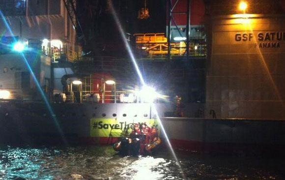 Активисты Greenpeace дали нефтяной платформе «Газпрома» уйти из голландского порта