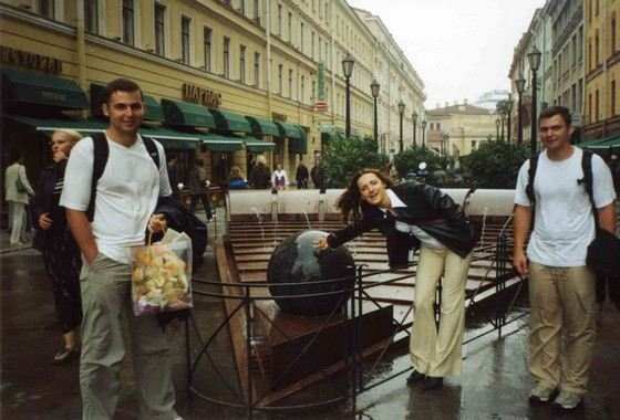 На Малой Садовой в Петербурге туристы загадывают желания