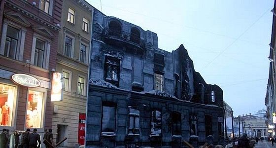 Во время войны эта ленинградская улочка была сильно разрушена