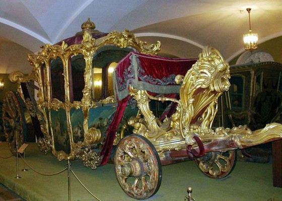 Оружейная палата Московского кремля один из самых известных музеев столицы