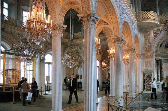 Эрмитаж самый большой и богатый музей в России