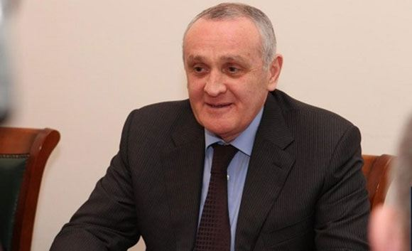 Президент Абхазии скрывается от покушения на российской военной базе