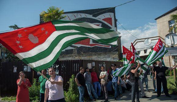 Парламент Абхазии назначил досрочные выборы президента на 24 августа