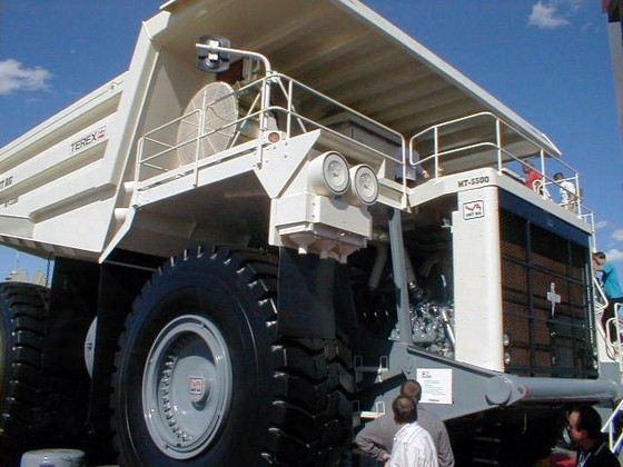 Американский Unit Rig MT 5500 называют генералом карьеров
