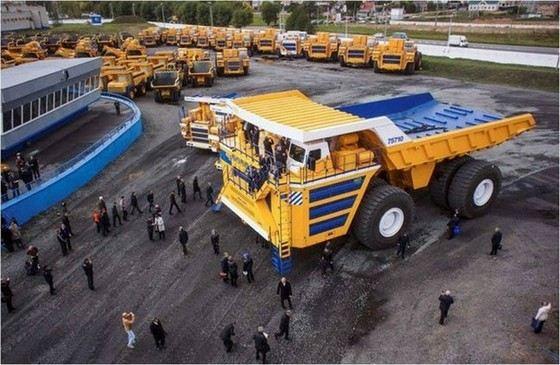 Самый большой самосвал в мире БелАЗ-75710