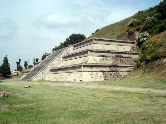 Пирамида Чолула занимает третье место в рейтинг больших пирамид