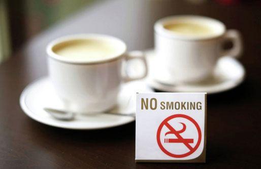 Запрет курения в кафе и ресторанах вступил в силу