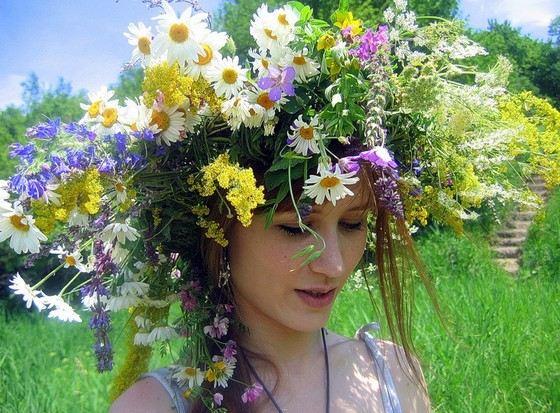 Венки из цветов тоже бывают гигантских размеров