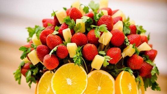 На торжественных мероприятиях спросом пользуются фруктовые букеты