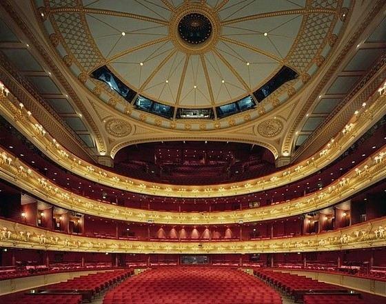 известный парижский театр