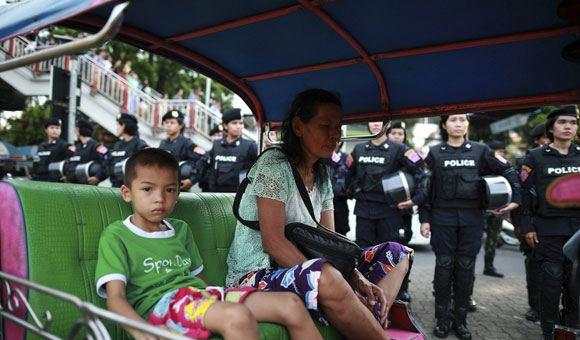Военные власти Таиланда отменили комендантский час в ряде туристических зон