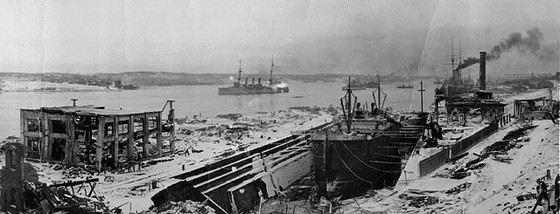Взрыв корабля со взрывчаткой Монблан разрушил не только порт, но и часть города. Количество жертв было огромно