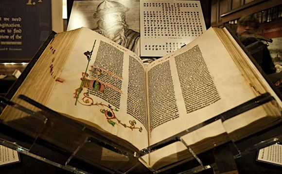 Сотрудники ФСБ, похитившие Библию Гутенберга, отделались мягким наказанием