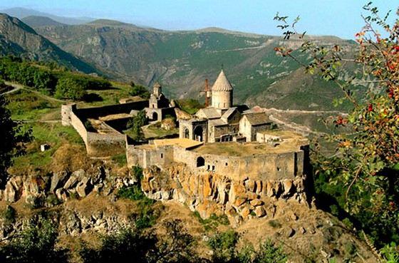 Самая длинная в мире канатная дорога находится в Армении. Она ведет к монастырю Татев