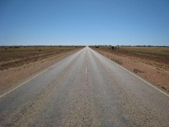 Самая длинная прямая дорога в мире находится в Австралии