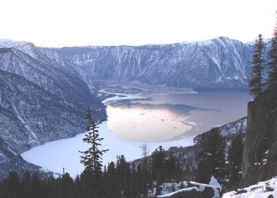 Телецкое озеро замерзает очень не равномерно