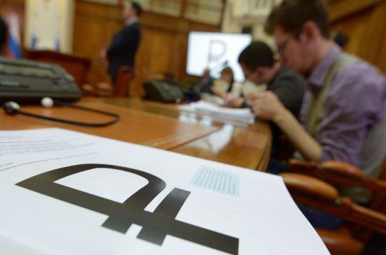 Банк России начнет выпуск монет с новой символикой рубля