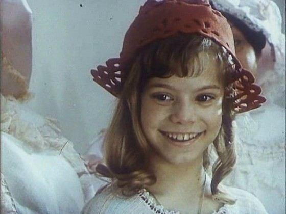 Яна Поплавская начала карьеру с роли Красной Шапочки