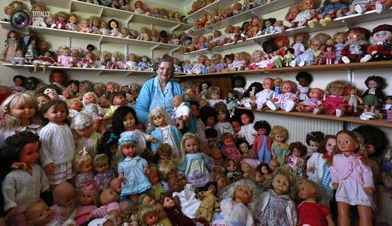 Заядлыми коллекционерами кукол являются дети