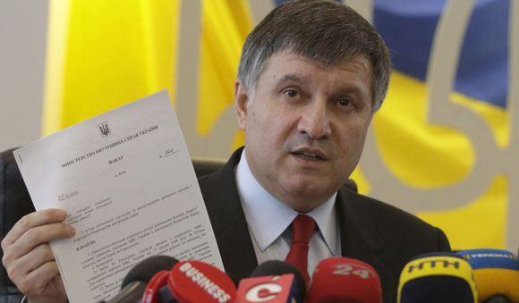 Аваков заявляет, что границу Украины пересекает российская техника