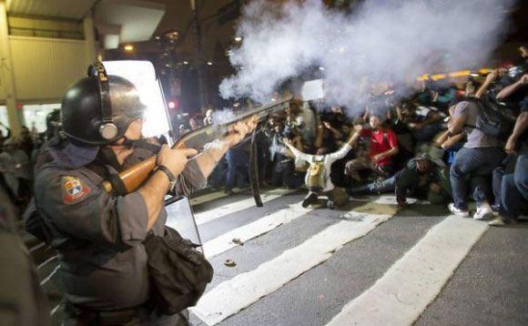 В Сан-Паулу полиция рассеяла митинг противников чемпионата мира