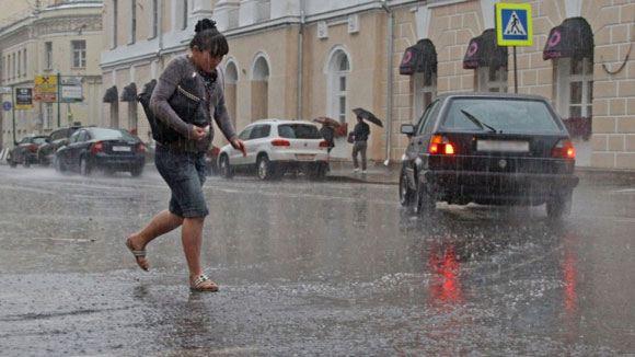 Жителей Подмосковья призывают быть осторожнее в связи с штормовым предупреждением
