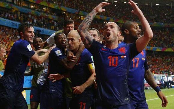 Нидерланды разгромили Испанию на чемпионате мира в Бразилии