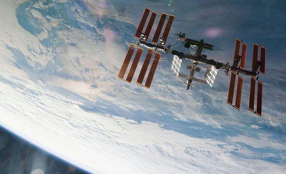 Два российских космонавта из экипажа МКС вышли в открытый космос