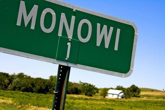 Монови - город, в котором живет 1 человек