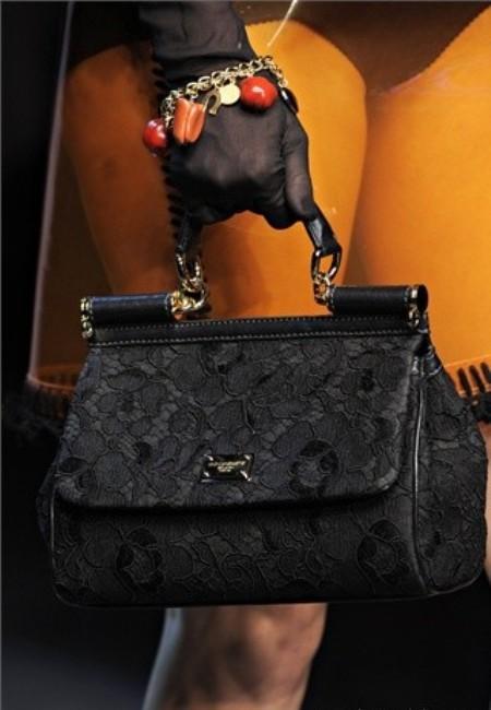Черная сумка - универсальный вариант