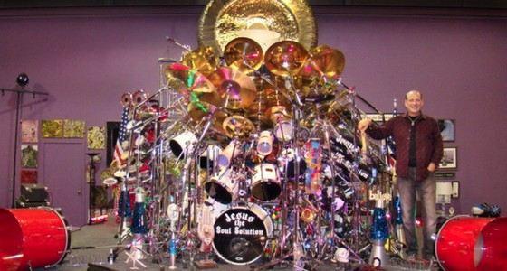 Самую большую барабанную установку создал священник